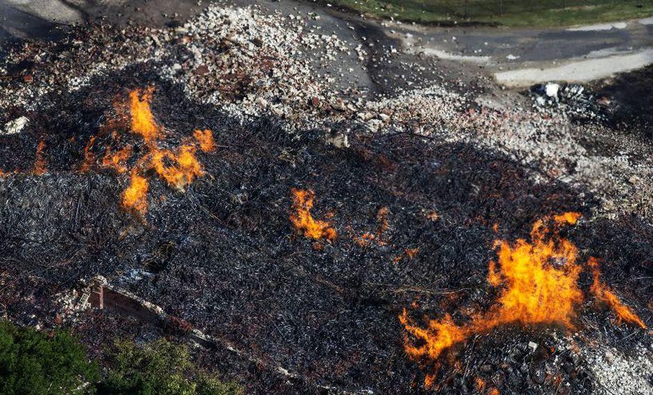 Fuego destruye una bodega de Jim Beam con unos 45.000 barriles de whiskey. (AP)