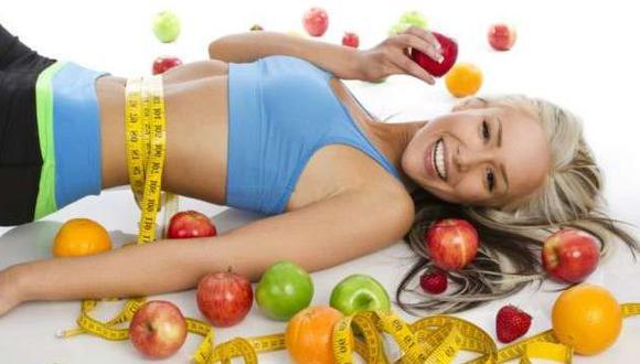 En esta época del año debes tomar mayor cantidad de agua y comer más frutas y verduras. (dieta-sana.com)