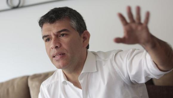 Julio Guzmán marcha aún lejos de los primeros puestos de las encuestas. (Perú21)