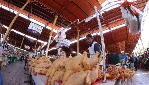 El precio del pollo en los mercados de Lima se dispara y ya casi alcanza los S/ 9 por kilo. (Foto: GEC)