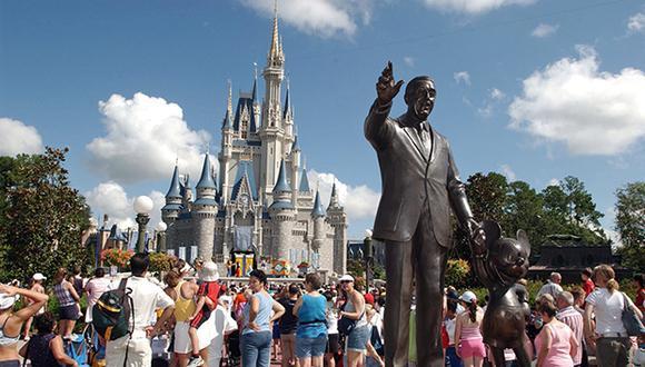 """Un trabajador fue encontrado inconsciente tras sufrir un """"accidente industrial"""" cerca del complejo hotelero Disney's Pop Century y murió poco después. (Foto: AP)"""