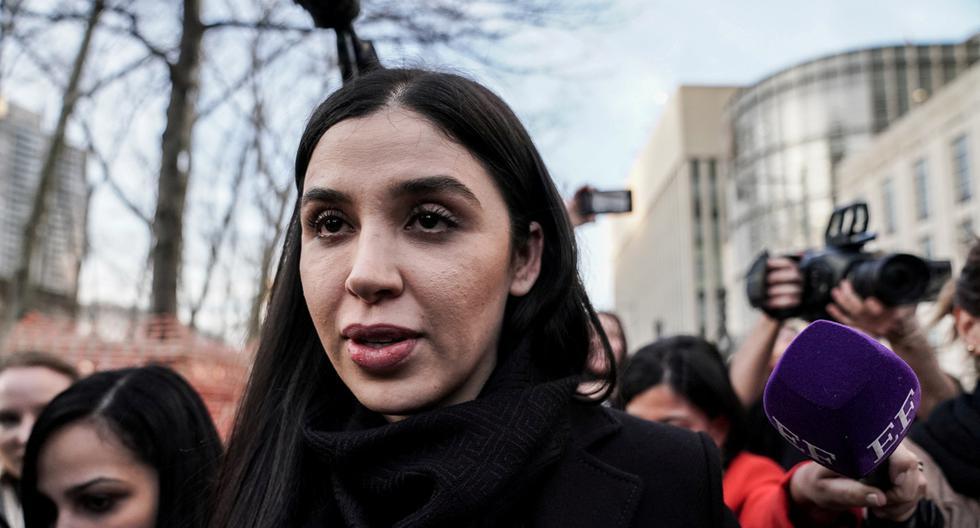 """Emma Coronel Aispuro, esposa de Joaquín Guzmán, el narcotraficante mexicano conocido como """"El Chapo"""", sale de la Corte Federal de Brooklyn durante el juicio en el distrito de Brooklyn de Nueva York, Estados Unidos, 5 de febrero de 2019. (REUTERS/Jeenah Moon)."""