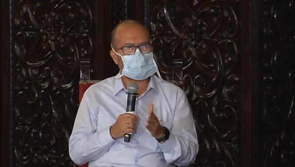 Ministro de Salud recordó que a la fecha de las 656 camas de la unidad cuidados intensivos (UCI) que se tiene en todo el país, 467 se encuentran ocupadas y 189 libres. (Foto: Presidencia)