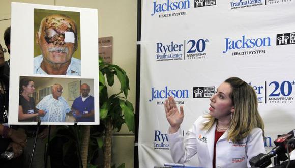 EXPLICACIÓN. Uno de los médicos del hospital de Miami da detalles sobre la situación de Ronald Poppo. (AP)
