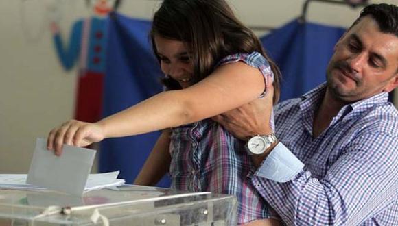 EN SUS MANOS. Los electores griegos definirán hoy no solo el futuro de su país sino el de Europa. (Internet)