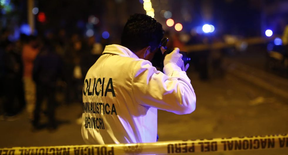 Fiscal llegó a picantería en La Victoria tras deflagración de gas que dejó un bebé fallecido. | Fotos: Renzo Salazar/GEC