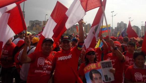 El chavista William Chávez Alcántara luciendo su polo de Marca Perú. (Willax Televisión)
