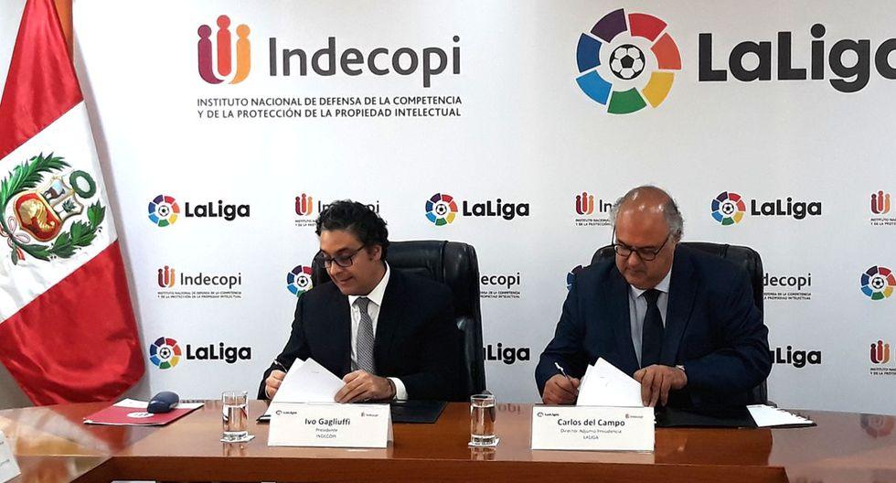 La firma del convenio estuvo a cargo del presidente del Consejo Directivo del Indecopi, Ivo Gagliuffi, y el director adjunto a la Presidencia de La Liga, Carlos del Campo.