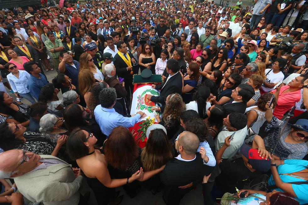 Rinden homenaje a Augusto Polo Campos en la Alameda de los Descalzos. (GeraldoCaso/Peru21)