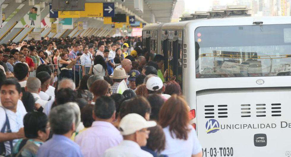 Los usuarios han expresado su rechazo al incremento de los pasajes en el Metropolitano, pues aseguran que se brinda un mal servicio. (Foto: El Comercio)