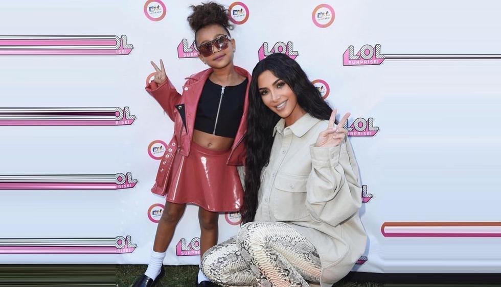 North West, la hija de Kim Kardashian, protagonizó un terrible berrinche por no poder usar las botas de su mamá. (Foto: @kimkardashian)
