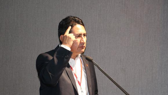 Vladimir Cerrón respondió a Pedro Francke y reiteró que la Asamblea Constituyente fue una promesa de campaña. (Foto: Facebook)