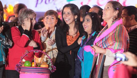 CON SABOR A CAMPAÑA. En la celebración se distribuyeron bolsas con la foto de la primera dama. (USI)