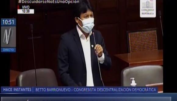 El congresista calificó de Bravucona  a la titular del Minsa.