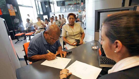 Gran cantidad de personas quieren saber desde cuándo podrán cobrar hasta 4 UIT de sus AFP y el 100% de sus CTS. (Foto: Andina)