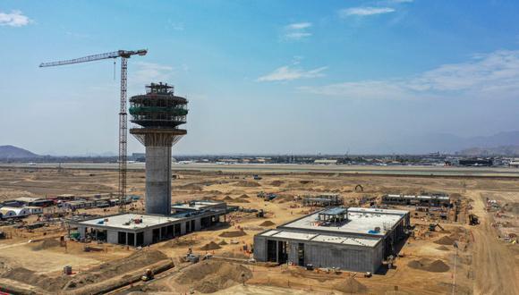 Aeropuerto Jorge Chávez. En la nueva terminal se ha completado 11 de los 12 pisos que conforman la torre de control y se han iniciado los trabajos de la nueva cabina de control.