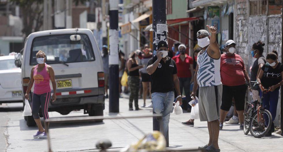 Largas colas se observaron hoy en su local ubicado en la Alameda Los Cedros, en Chorrillos. (Fotos: Leandro Britto/GEC)