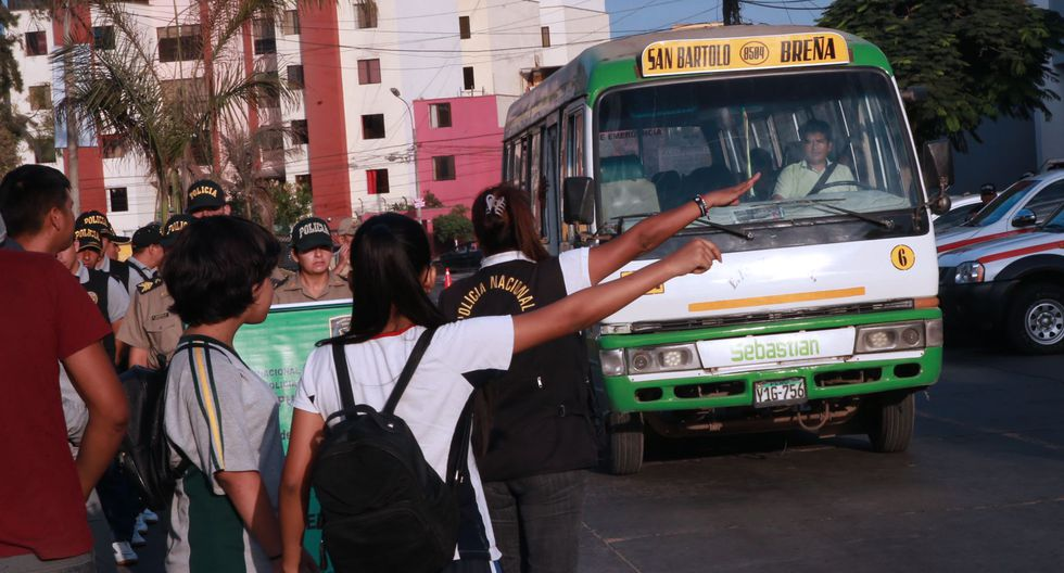 """""""El piloto consiste en asignar un efectivo policial en los colegios seleccionados con la finalidad de evitar casos de agresiones entre los niños"""", sostuvo Pedrera. (Foto: Andina)"""