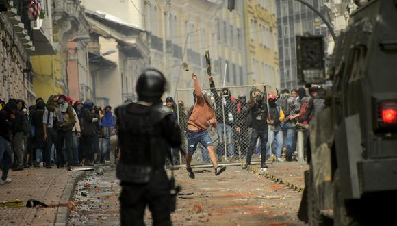 Ecuador: Se registran fuertes enfrentamientos entre manifestantes y policías debido al alza de los combustibles. (AFP)