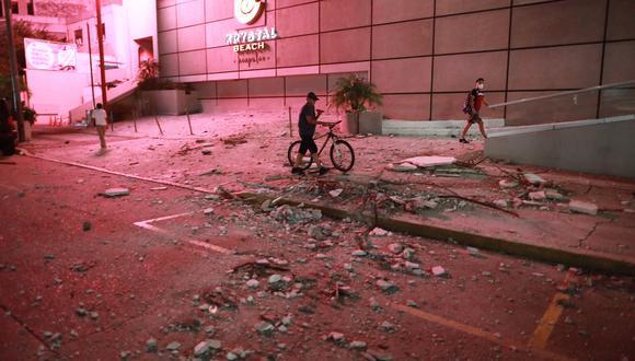 MEX875. ACAPULCO (MÉXICO), 07/09/2021.-Vista general de daños en los edificios de la zona hotelera este martes, debido al sismo de 7.1 en el balneario de Acapulco en el estado de Guerrero (México). Un sismo de magnitud 7,1 sacudió este martes el centro y sur de México, sin que hasta ahora se reporten víctimas o daños materiales. EFE/David Guzmán