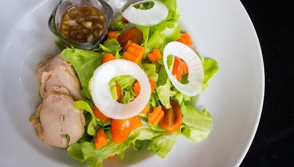 La lechuga es la base de muchas ensaladas y si no se cuida correctamente, se marchita muy rápido. (Foto: Clark Keng / Pixabay)