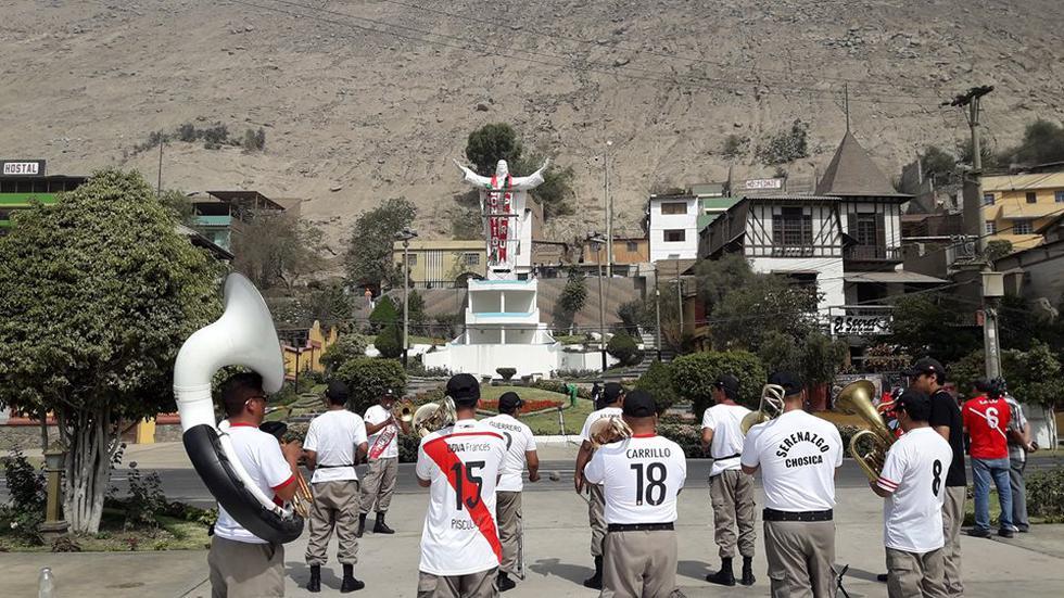 Perú vs. Nueva Zelanda: Chosica alienta a la selección peruana con su Cristo Blanco. (Facebook/Municipalidad de Lurigancho - Chosica)