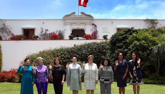 Primera dama Nancy Lange recibió a esposas de líderes de APEC. (Andina)