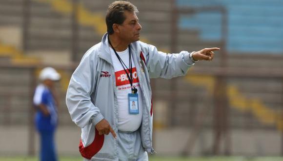 Roberto Chale lamentó la falta de categoría de los volantes peruanos. (Perú21)