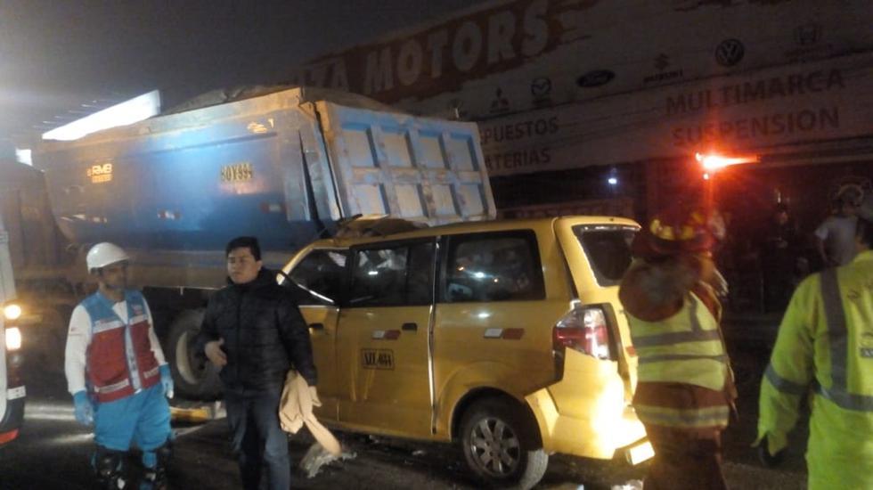 Lurín: Cinco personas muertas tras choque entre miniván y volquete (Difusión)
