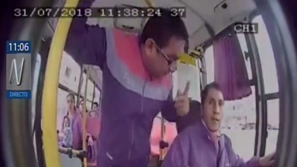 Chofer fue agredido por pasajero por no detenerse en lugar prohibido. (Canal N)