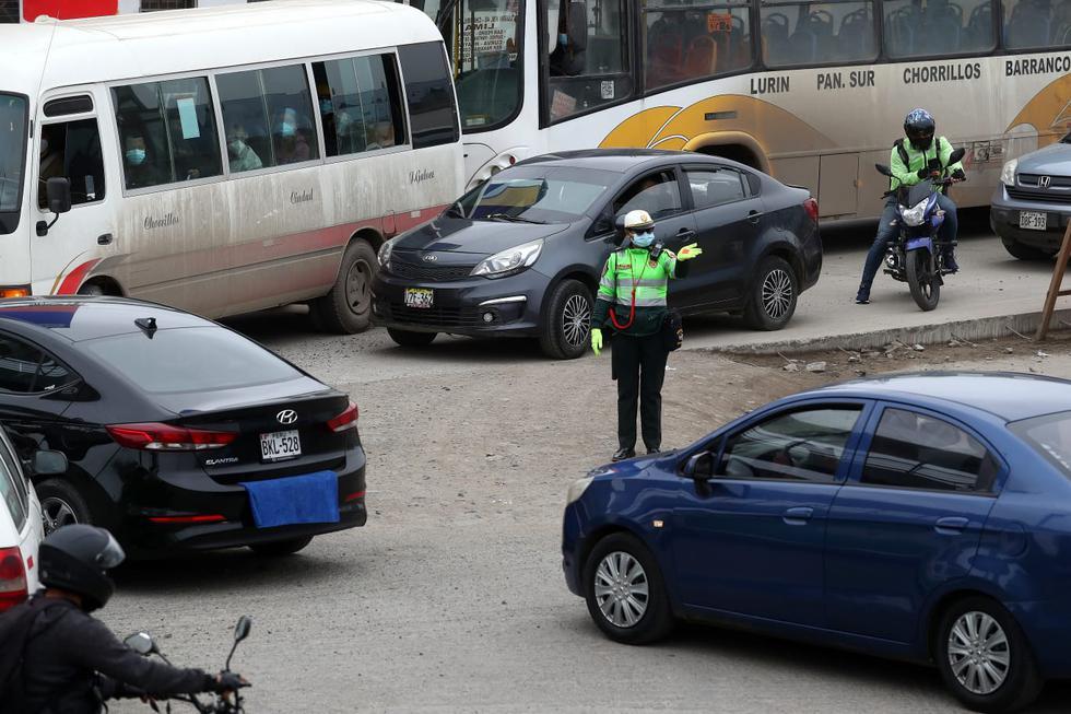 Desde este domingo se levanta la restricción de autos particulares que ha estado vigente durante este año, con el propósito de reducir la movilidad y prevenir nuevos contagios de COVID-19 en el país. (Fotos: Alessandro Currarino / @photo.gec)