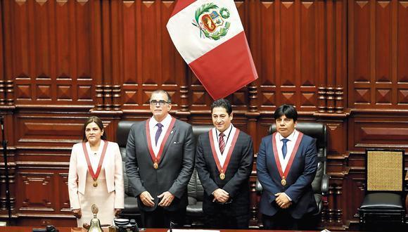 expectativa. De izquierda a derecha, Karina Beteta, Pedro Olaechea, Salvador Heresi y Marvin Palma conforman la nueva Mesa Directiva. (César Campos)