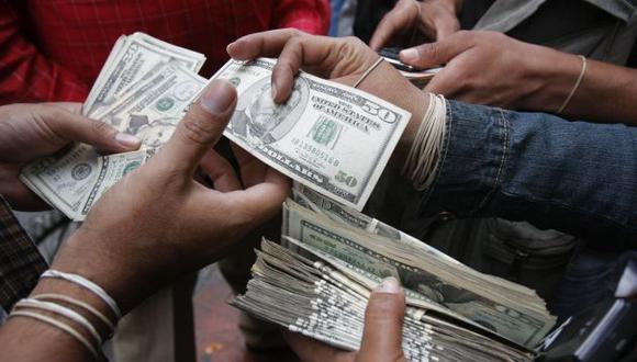 Dólar. Apuntan que la moneda norteamericana podría llegar hasta S/3.50 el próximo año. (Perú21)
