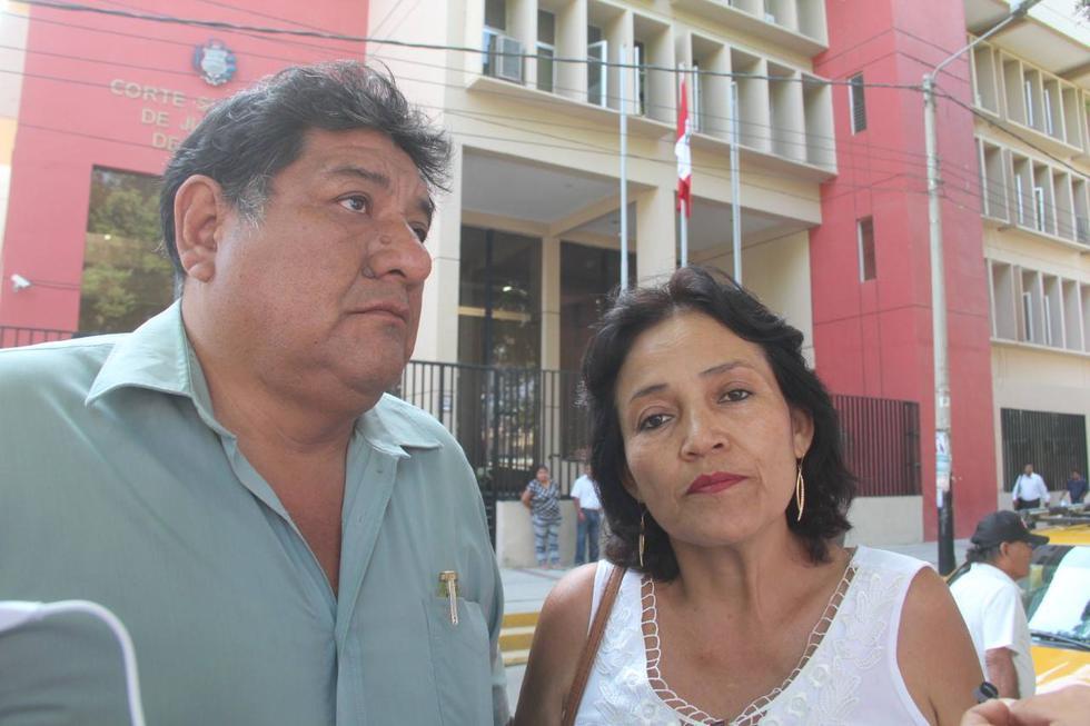 Los padres Elvis Miranda hicieron un plantón para exigir la libertad de su hijo.
