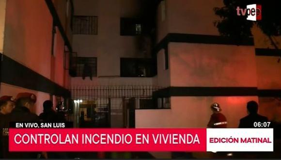 Los bomberos controlaron un incendio reportado en un edificio multifamiliar de la urbanización Túpac Amaru, en San Luis. (Captura: TV Perú Noticias)