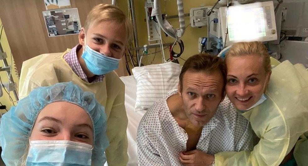 Entorno de opositor ruso Navalny dice que se encontró Novichok en una de sus botellas de agua