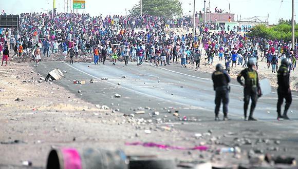 Durante las protestas con bloqueos en la Panamericana Sur se observó aglomeración de gente.
