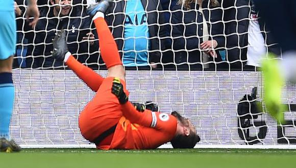 Hugo Lloris fue cambiado apenas a los 8' del primer tiempo del duelo ante Brighton. (Foto: AFP)