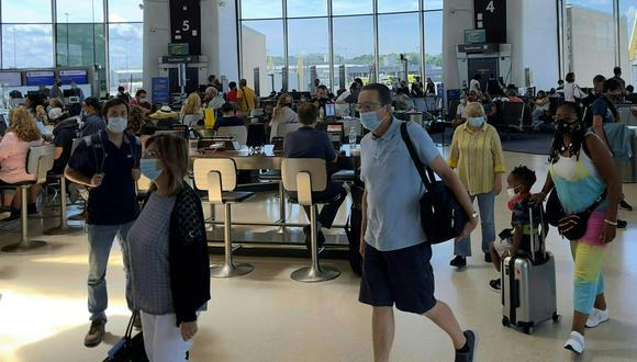 Estados Unidos ha restringido los viajes desde la UE, Gran Bretaña, China e Irán desde hace más de un año debido a la pandemia, y luego agregó otros países, incluidos Brasil e India. (Foto: Daniel SLIM / AFP)