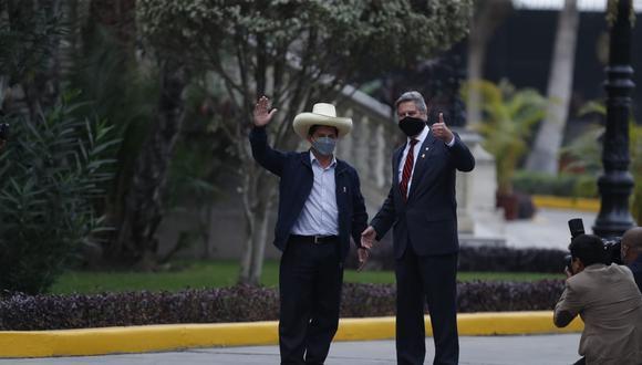 Castillo llegó a Palacio aún como presidente electo (Hugo Pérez/GEC).