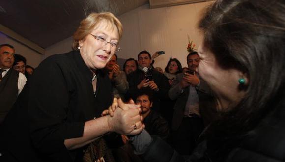 FAVORITA. Michelle Bachelet es, hasta ahora, la favorita con más del 50% de la intención de voto. (AP)