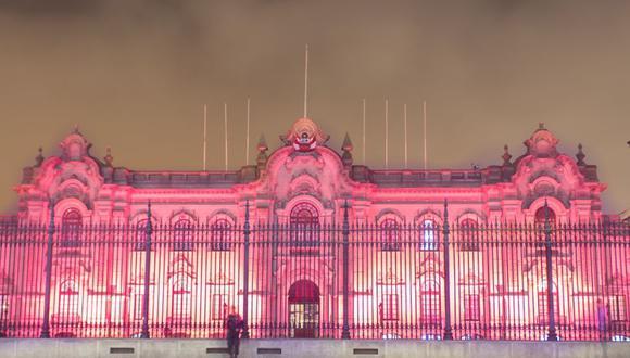 Palacio de Gobierno se ilumina de color rosa como símbolo contra el cáncer de mama. (Difusión)