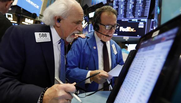 Wall Street el lunes: Dow Jones ganó un leve 0.06 %, S&P 500 descendió un 0.08 % yNasdaq se dejó un 0.7 %. (Foto: AP)