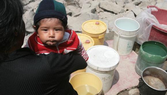 AFECTADOS. En zonas sin servicio, pobladores pagan más por agua. (Martín Pauca)