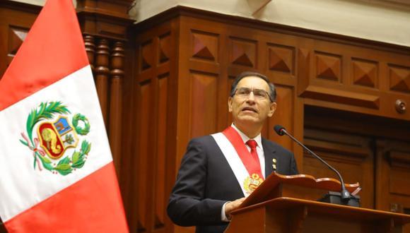 Frente al Legislativo, Martín Vizcarra sostuvo que sometería a referéndum la no reelección inmediata de congresistas. (Foto: Andina)