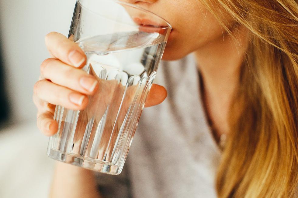 La chaleur l'exige.  Ayez toujours une bouteille ou une tomate d'eau et dégustez les limonades et les jus naturels.  (Photo: Pexels)