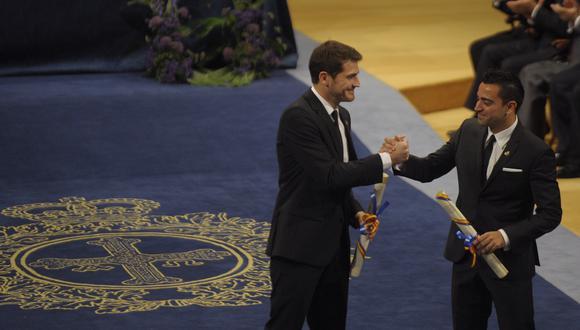 Casillas dialogó con sus excompañeros de la selección española en Twitter. (Foto: AFP)