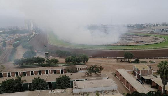Quema de maleza se registró entre el sábado y domingo. (Foto: Municipalidad de Surco)