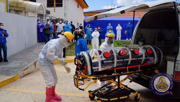 Como él, varios médicos han tenido que ser trasladados de urgencia tras enfermar de coronavirus.