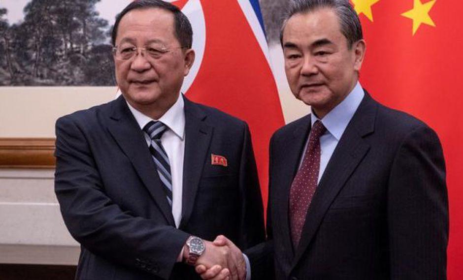 El fortalecimiento de los lazos bilaterales fueron impulsados en las tres visitas que el líder norcoreano, Kim Jong-un, realizó este año a China para reunirse con Xi Jinping. (Foto: EFE)